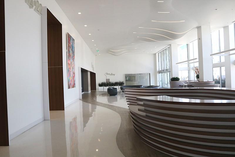 28. Lobby