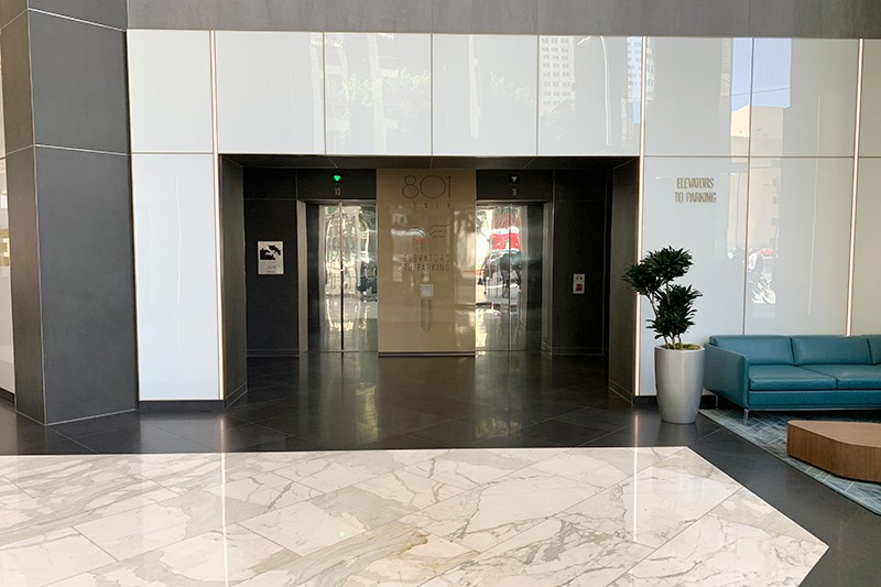 40. Lobby