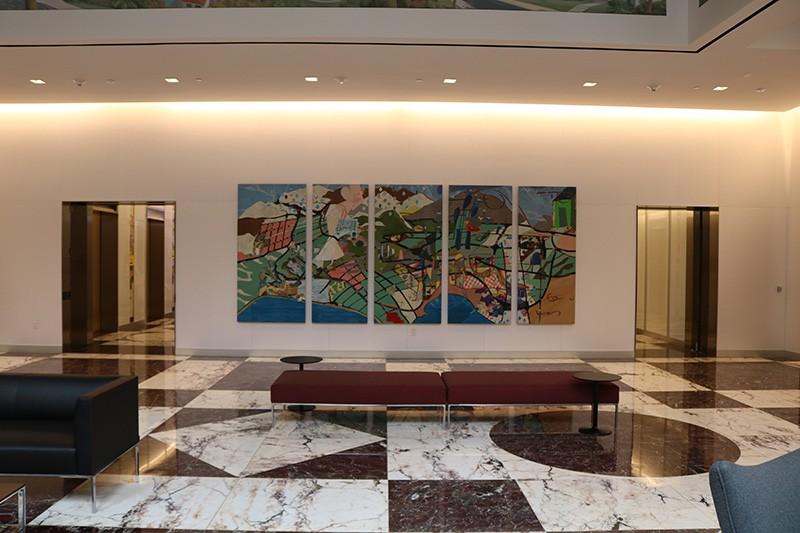 15. Sixth Floor Lobby