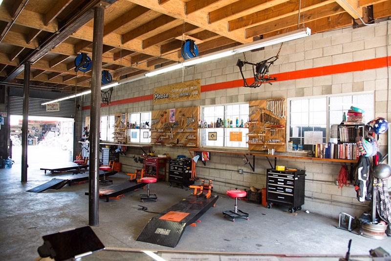 Lucky Wheels Garage - The Location Portal