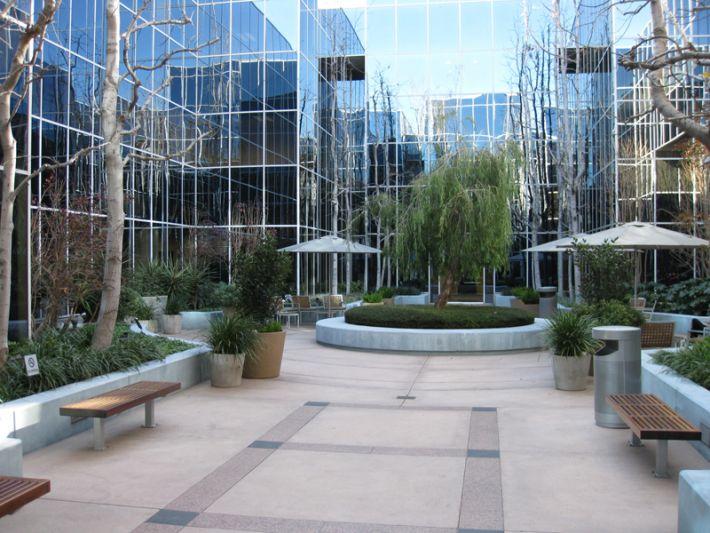 32. Plaza Courtyard