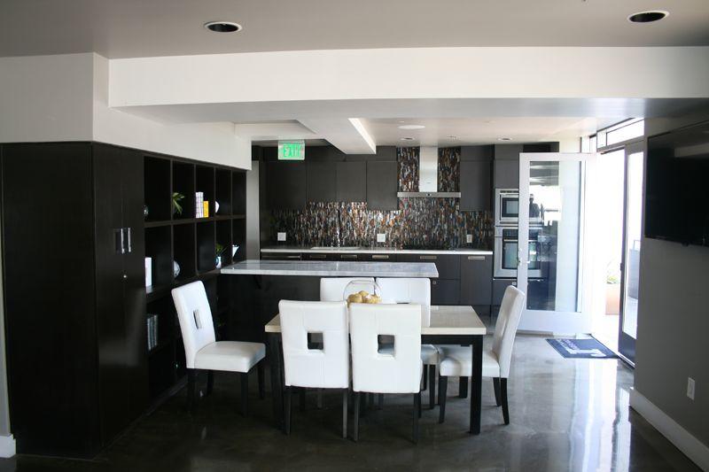 16. Penthouse Lounge