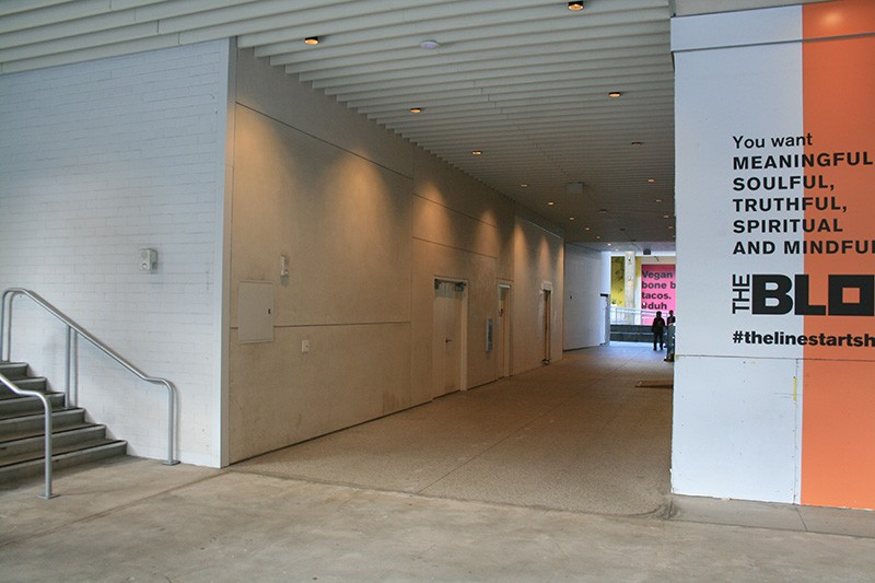 32. Mall